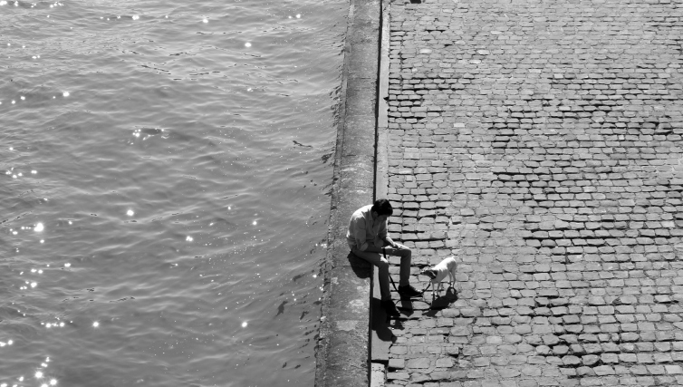 quai Paris homme et son chien