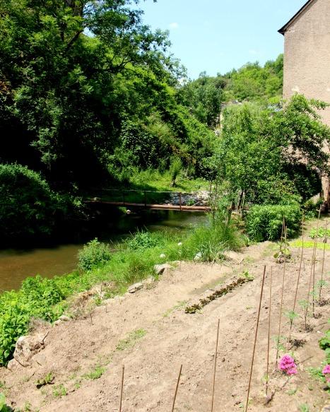 jardin et pont a brousse le chateau