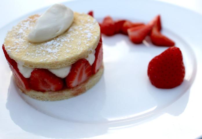 recette de dessert aux fraises et chantilly