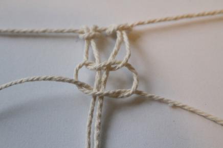 le nœud plat en macramé