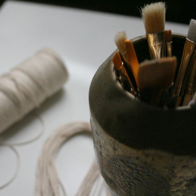 pot avec pinceaux