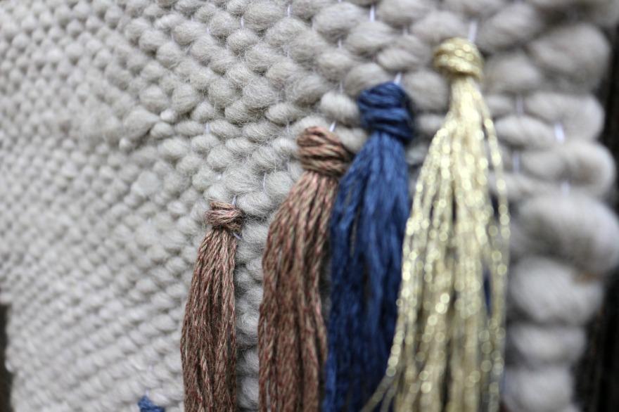 détails tissage contemporain en laine.jpg