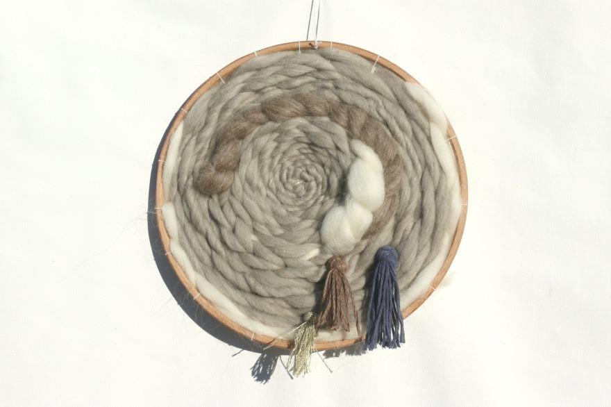 tissage-moderne-en-rond-pompons