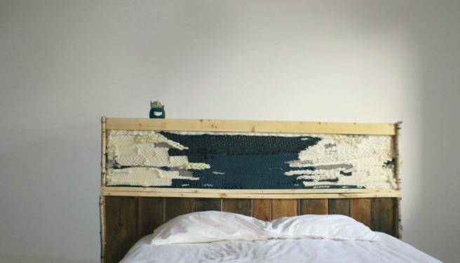 mobilier-woodhappen-tete-de-lit-bois-et-tissage