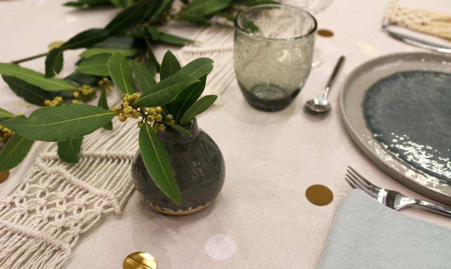 Macramé et table mariage, vaisselle Zodio.jpg