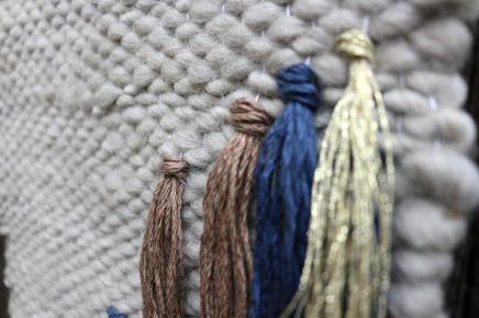 détails tissage contemporain en laine